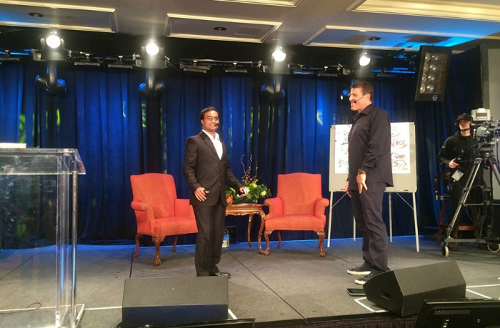 Tony Robbins introduces Praveen Narra on stage