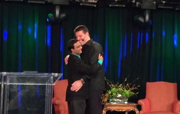 Anthony Robbins hugging Praveen Narra